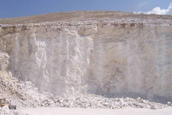 карьер по добыче минерального порошка